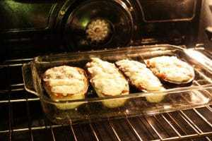 Baking the stuffed eggplant in the oven
