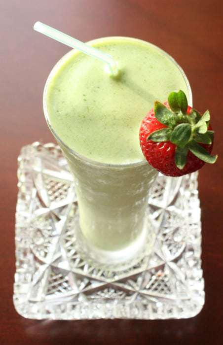 St. Patrick's Day Green Smoothie - have a Shamrock Shake Copycat the healthy way! | cupcakesandkalechips.com | gluten free