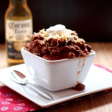 Bill's Chili - I have no idea who Bill is, but he makes the BEST CHILI EVER! | cupcakesandkalechips.com #chili #tailgaterecipes #beef #bacon