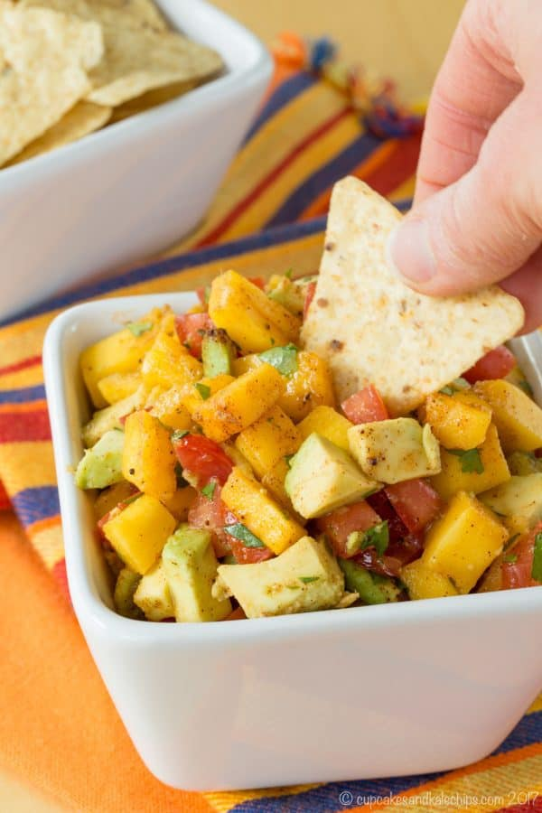 Mango Avocado Salsa Recipe - an easy fruit salsa recipe that's kid-friendly. Perfect for chicken, fish tacos, dipping chips and more. | CupcakesAndKaleChips.com | gluten-free