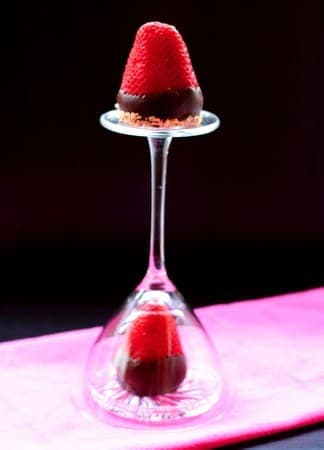 Chocolate Covered Cheesecake Strawberries   cupcakesandkalechips.com   #dessert #valentinesday #glutenfree