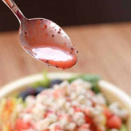 Strawberry Lime Poppyseed Vinaigrette Gluten Free Salad Dressing | cupcakesandkalechips.com