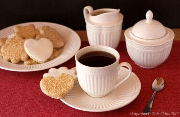 Chai Tea Cut Out Cookies with Chai Royal Icing   cupcakesandkalechips.com   #christmascookies #christmas #chaitea