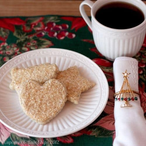 Chai Tea Cut Out Cookies with Chai Royal Icing | cupcakesandkalechips.com | #christmascookies #christmas #chaitea