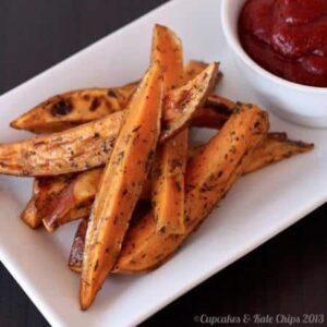 Herbes de Provence Baked Sweet Potato Fries | cupcakesandkalechips.com