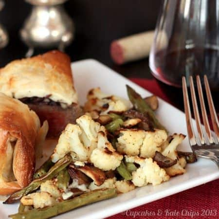Roasted cauliflower, green beans, and mushrooms are given a flavor boost when they marry blue cheese in this delicious side dish! | cupcakesandkalechips.com