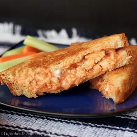 Buffalo Chicken Grilled Cheese | cupcakesandkalechips.com | #buffalochicken #grilledcheese #glutenfree option