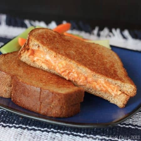 Buffalo Chicken Grilled Cheese   cupcakesandkalechips.com   #buffalochicken #grilledcheese #glutenfree option