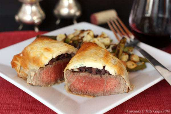 Individual beef phyllingtons are a tasty twist on beef Wellington, using phyllo dough as the exterior crust. Individual sized portions make beef phyllingtons a perfect Valentine's Day dinner. | cupcakesandkalechips.com