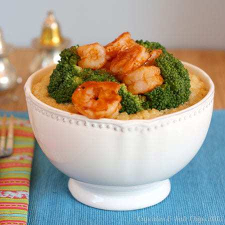 BBQ Shrimp, Broccoli & Cheesy Quinoa Bowls - simple, fast, versatile and satisfying dinner for busy weeknights | cupcakesandkalechips.com #weekdaysupper #quinoa #shrimp #glutenfree