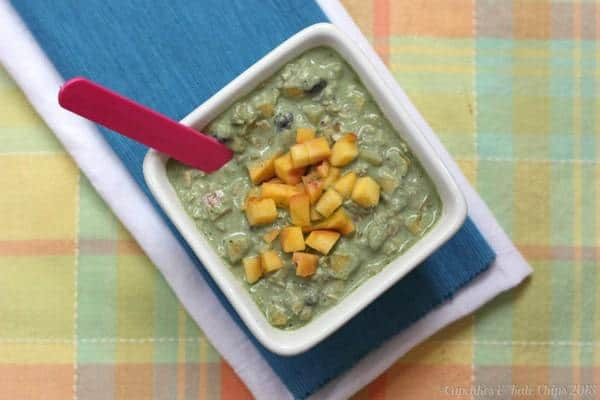 """Peach & Blueberry """"Green"""" Overnight Oats - combine the convenience of overnight oats and the health benefits of green smoothies   cupcakesandkalechips.com #overnightoats #greekyogurt #glutenfree"""