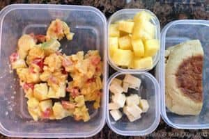 What's in the #Lunchbox Wednesday | cupcakesandkalechips.com | Leftover Hawaiian eggs (with avocado instead of ham), half of an English muffin, pineapple, cheese cubes