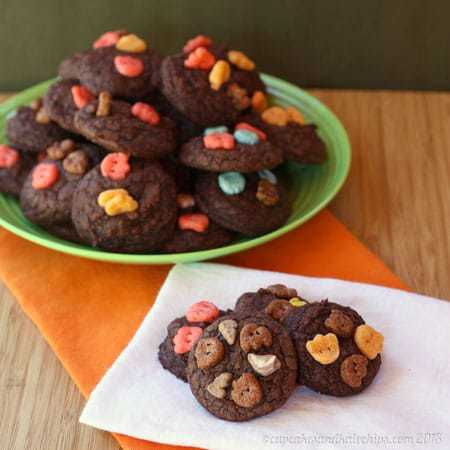 Monster Brownie Cookies | cupcakesandkalechips.com | #browniemix #cookies #halloween