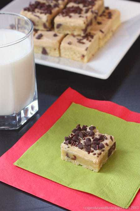 Chocolate Chip Sugar Cookie Bars with Peanut Butter Frosting - fun & easy! | cupcakesandkalechips.com | #cookies #christmascookies #cookieweek
