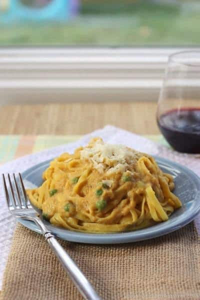Fettuccine Cauliflower Alfredo with Pumpkin - a healthy way to enjoy fettuccine Alfredo with fall flavors! Enjoy this gluten-free cauli-fredo sauce recipe over pasta or even zoodles for a low carb option. #cauliflower #pumpkin #glutenfree #fettuccinealfredo