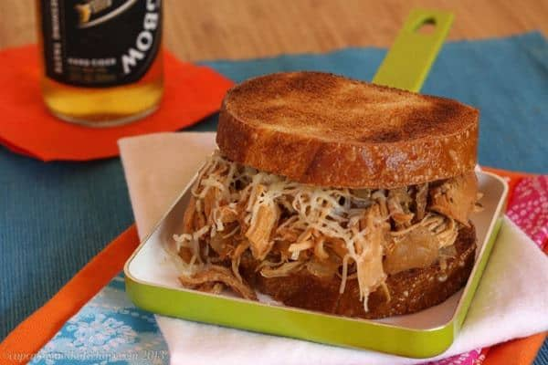 Slow-Cooker Apple Cider Pulled Chicken Sandwiches - super easy & flavorful | cupcakesandkalechips.com | #slowcooker #crockpot