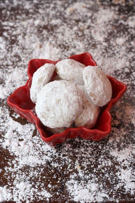 Toffee Almond Snowball Cookies - perfect with your cup of coffee or tea!   cupcakesandkalechips.com   #christmascookies #cookieweek