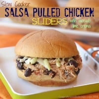 Slow Cooker Salsa Pulled Chicken Sliders (with Avocado Lime Crema) | cupcakesandkalechips.com | #appetizer #slowcooker #crockpot