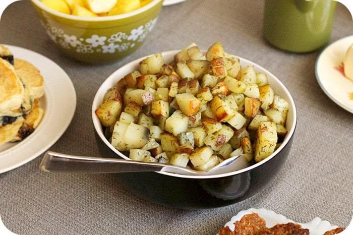 Baked Dill Hashbrown Potatoes   cupcakesandkalechips.com   #breakfast #brunch #sidedish #vegan #glutenfree