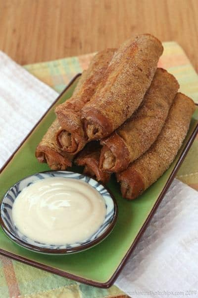 Cookie Butter French Toast Roll-Ups with Maple Greek Yogurt Dipping Sauce | cupcakesandkalechips.com | #breakfast #brunch #biscoff