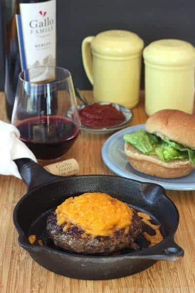 Baby, That's a Good Merlot Onion Burger | cupcakesandkalechips.com | #hamburger #cheeseburger #beef