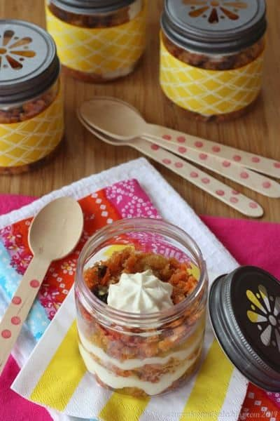 Carrot Cake Greek Yogurt Cheesecake Parfaits {can be #glutenfree} | cupcakesandkalechips.com | #dessert #easter