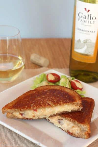 Kentucky Hot Brown Grilled Cheese Sandwich | cupcakesandkalechips.com | #grilledcheese #bacon #turkey