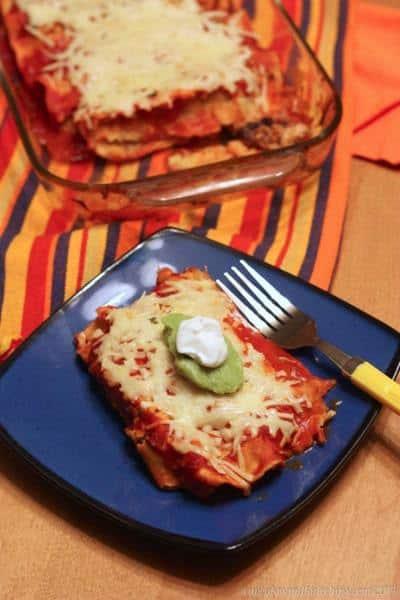 Easy Chicken Enchiladas {made from slow-cooker salsa chicken} | cupcakesandkalechips.com | #glutenfree #weekdaysupper