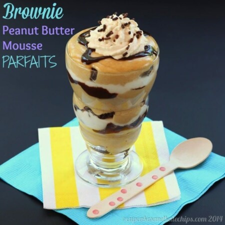 Brownie Peanut Butter Mousse Parfaits - layers of chocolate and peanut butter! One of the best gluten-free no bake desserts I've made! | cupcakesandkalechips.com