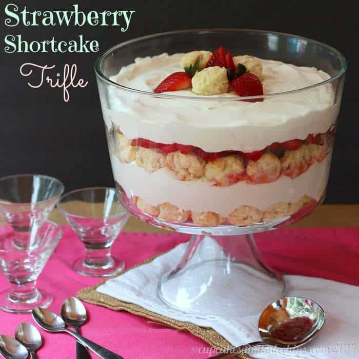 Strawberry Shortcake Trifle - layers of homemade biscuits, whipped cream and berries for a simple, impressive summer dessert | cupcakesandkalechips.com | #strawberries #StrawShortcake