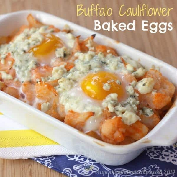 Buffalo Cauliflower Baked Eggs for a quick, easy breakfast or lunch | cupcakesandkalechips.com | #spicy #brunch #glutenfree