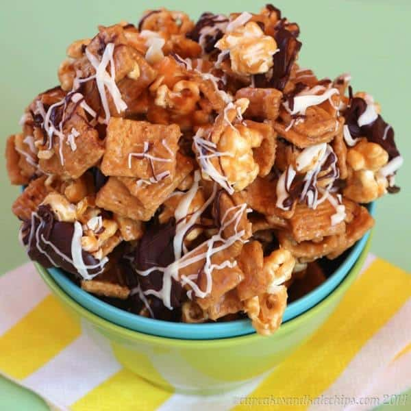Peanut Butter Golden Grahams Popcorn Bark - a sweet and salty, totally addictive crunchy snack drizzled with chocolate | cupcakesandkalechips.com