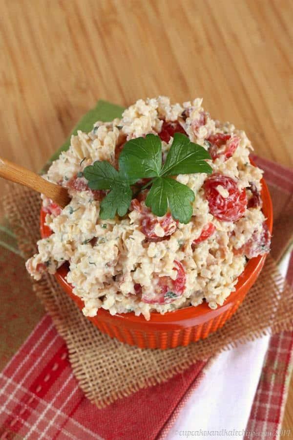 Bacon Ranch Quinoa Chicken Salad - comfort food flavors in an easy, make-ahead recipe   cupcakesandkalechips.com   #glutenfree #greekyogurt