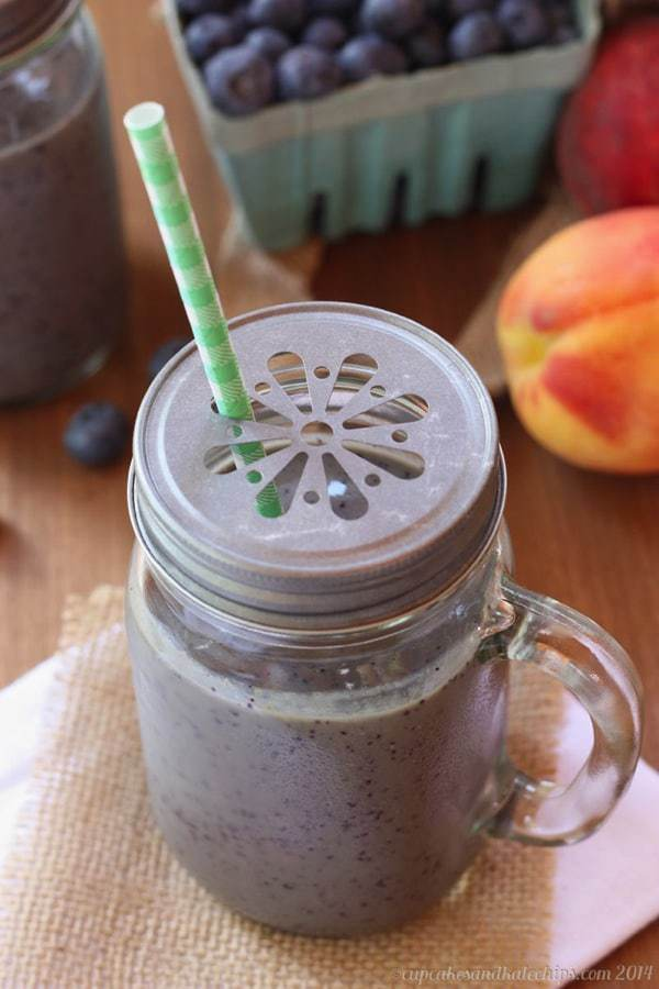 Blueberry Peaches and Cream Green Smoothie 1