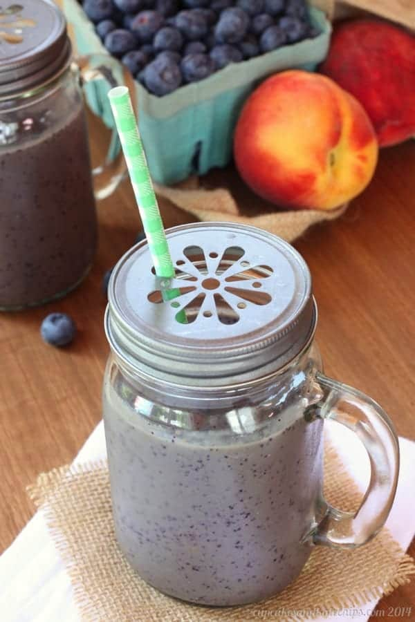 Blueberry, Peaches and Cream Green Smoothies - Cupcakes & Kale Chips
