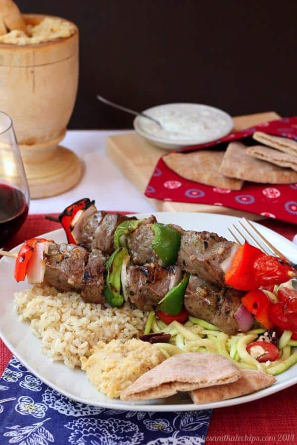 Greek-Style Beef Kabobs (aka Souvlaki) recipe for the grill | cupcakesandkalechips.com | #grilling #glutenfree #paleo #lowcarb