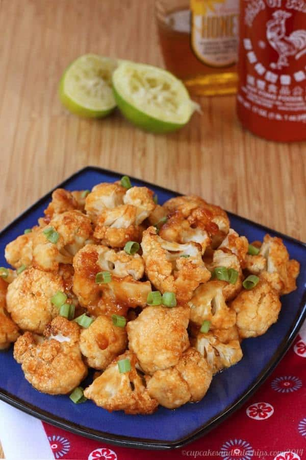 Honey Lime Sriracha Glazed Cauliflower Wings - spicy, sweet, sticky appetizer, snack or side dish! | cupcakesandkalechips.com | #glutenfree #vegetarian #vegan