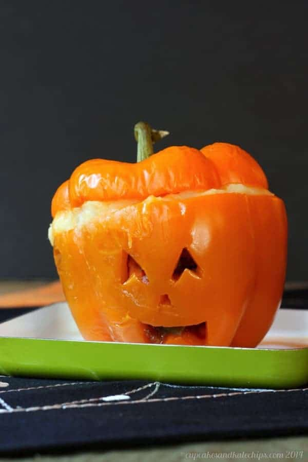 Jack O'Lantern Shepherd's Pie Stuffed Peppers - try this easy beef mixture topped with cheesy mashed potatoes for Halloween dinner! Gluten free | cupcakesandkalechips.com