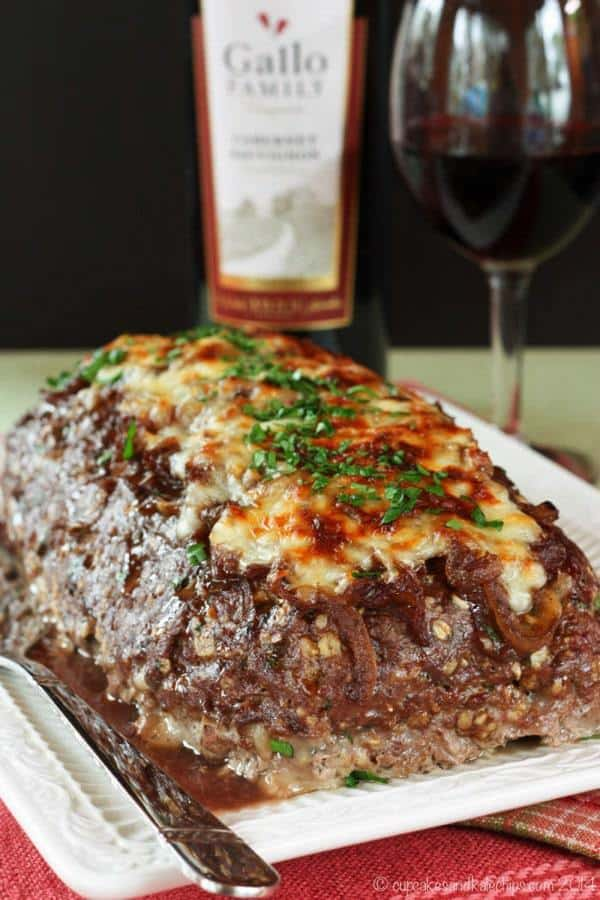 French Onion Soup au Gratin Stuffed Meatloaf - caramelized onions and cheese turn this traditional recipe into the ultimate comfort food | cupcakesandkalechips.com | gluten free
