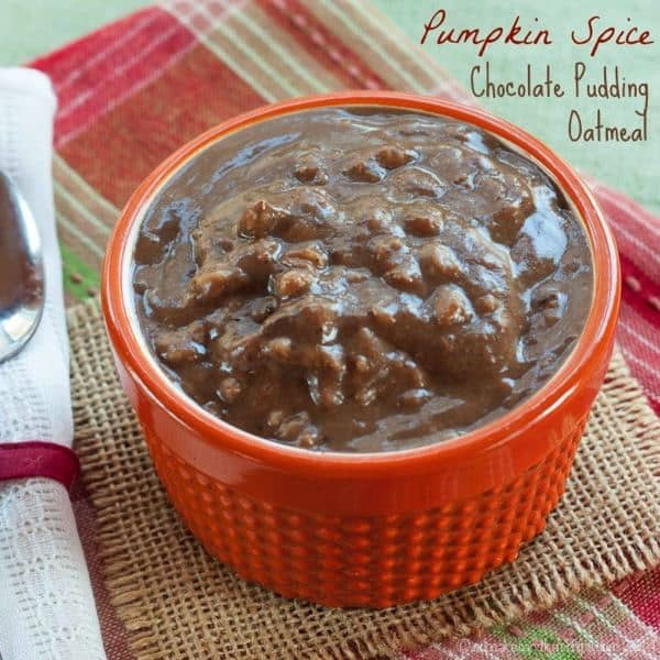 Pumpkin Spice Chocolate Pudding Oatmeal is an indulgent but healthy breakfast filled with fall flavors. You can make it gluten free and vegan too! | cupcakesandkalechips.com