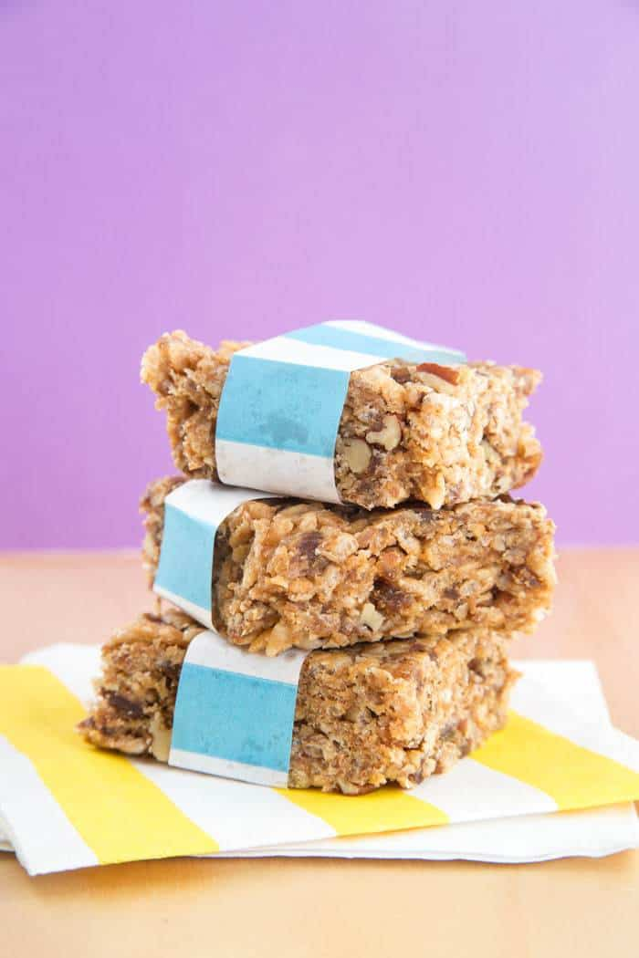 Honey Nut No-Bake Granola Bars are a sweet and salty snack to pair with your favorite #JuicebyJamba #ad | cupcakesandkalechips.com | gluten free, dairy free