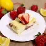 crock pot cheesecake - lemon with fresh strawberries