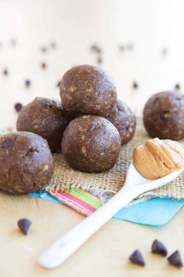 Funky Monkey Banana Chocolate Peanut Butter Energy Balls - your favorite sweet treat flavors in a fast and easy healthy snack. | cupcakesandkalechips.com | gluten free, vegan recipe