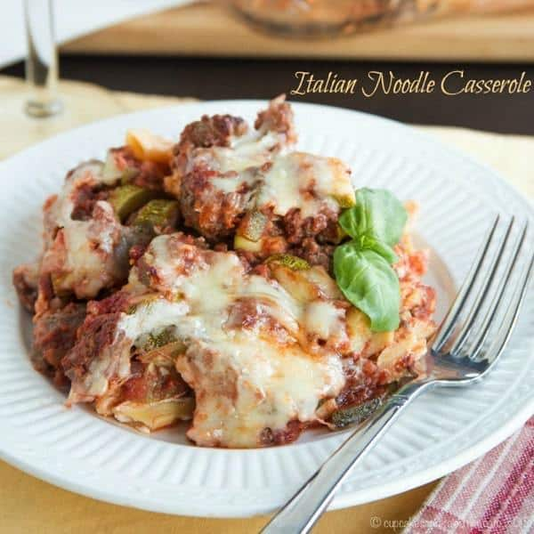 Italian Noodle Casserole  - classic comfort food with a healthier update in this old school dish that has layers of cream noodles, meaty tomato sauce and cheese. | cupcakesandkalechips.com | gluten free option