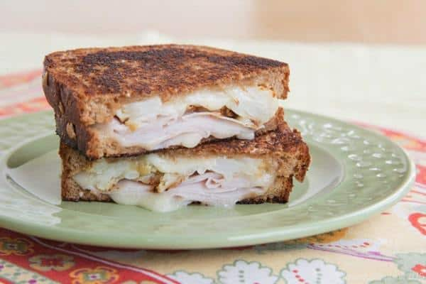 Roasted Cauliflower, Ham and Brie Grilled Cheese - an unexpected and incredible flavor combination with rich, melty Brie cheese. | cupcakesandkalechips.com