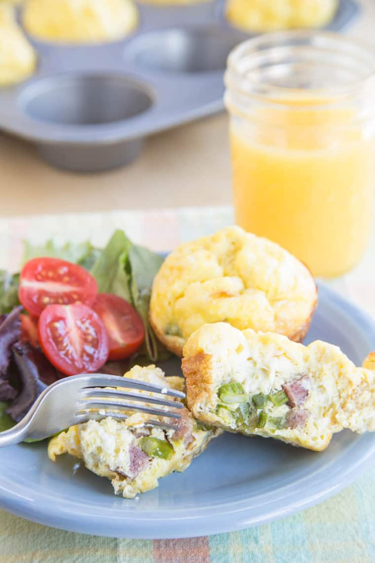 Cheesy Ham Asparagus Egg Muffin Cups - mini individual quiche or frittata perfect for brunch or for making ahead to freeze for busy mornings | cupcakesandkalechips.com | gluten free recipe