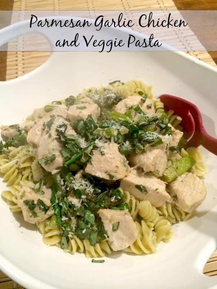 Parmesan Garlic Chicken and Veggie Pasta is a healthy and delicious dinner recipe that even the picky eaters will enjoy. | mommasmeals.org for cupcakesandkalechips.com | gluten free option