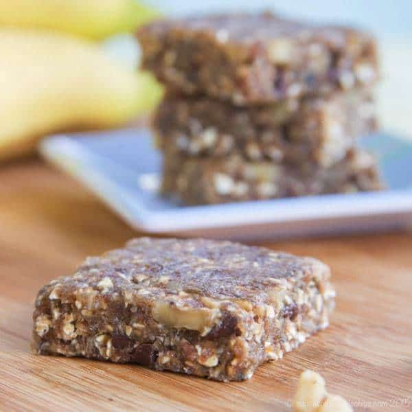 Banana Nut Bread No-Bake Energy Bars - the flavors of your favorite quick bread recipe in a sweet and healthy snack. | cupcakesandkalechips.com | gluten free, vegan