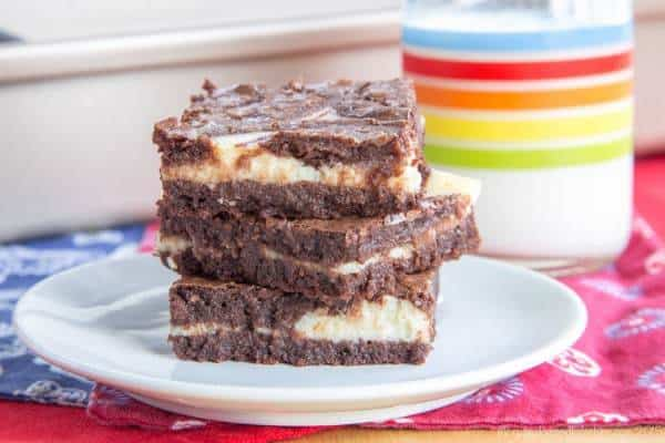 Flourless Ricotta Cheesecake Swirl Brownies - a classic and classy chocolate dessert with ripples of cheesecake through rich and fudgy brownies. | cupcakesandkalechips.com | gluten free recipe