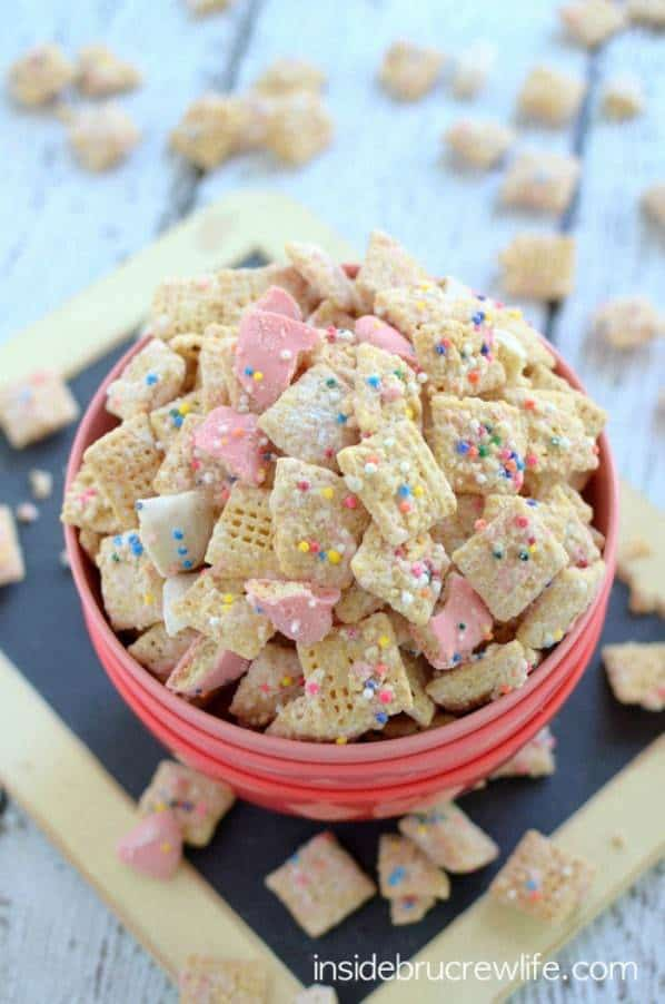 frosted animal cookie muddy buddies snack mix